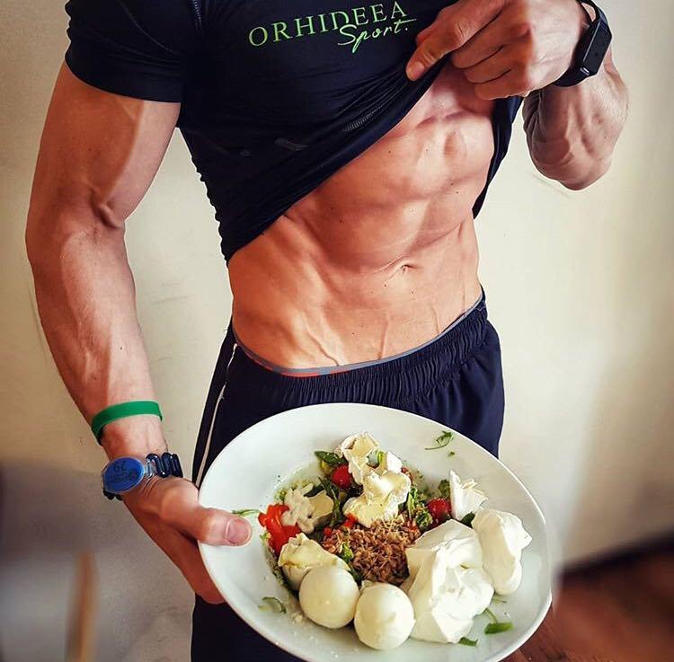 Exercitii pentru abdomen. Cum sa topim grasimea prin sport si nutritie intr-un timp scurt